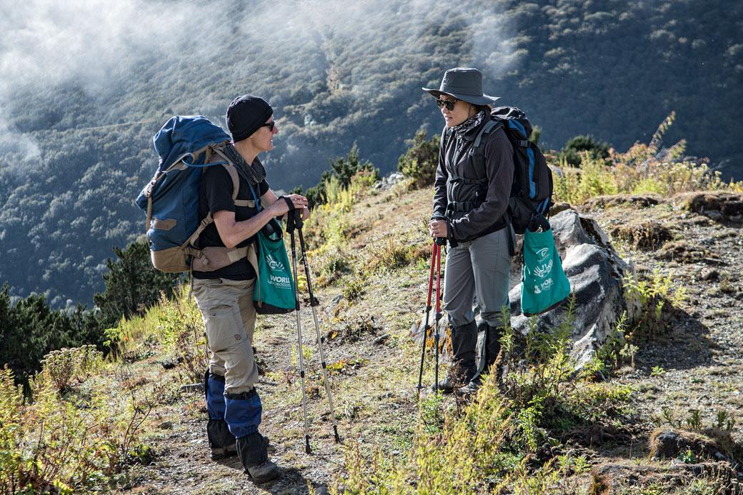 Pause de trekkeuses en route pour le col de Gombu La, Bhoutan