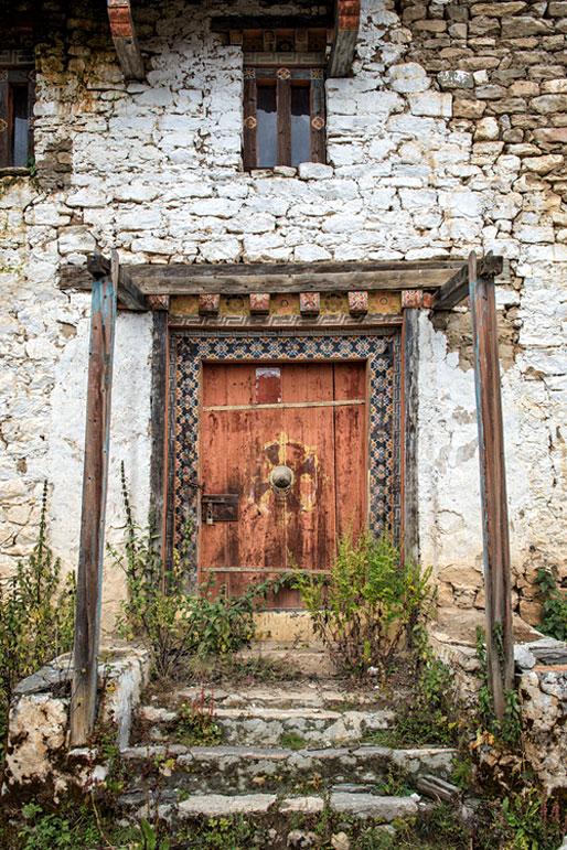 La porte du vieux Dzong de Lingshi, Bhoutan