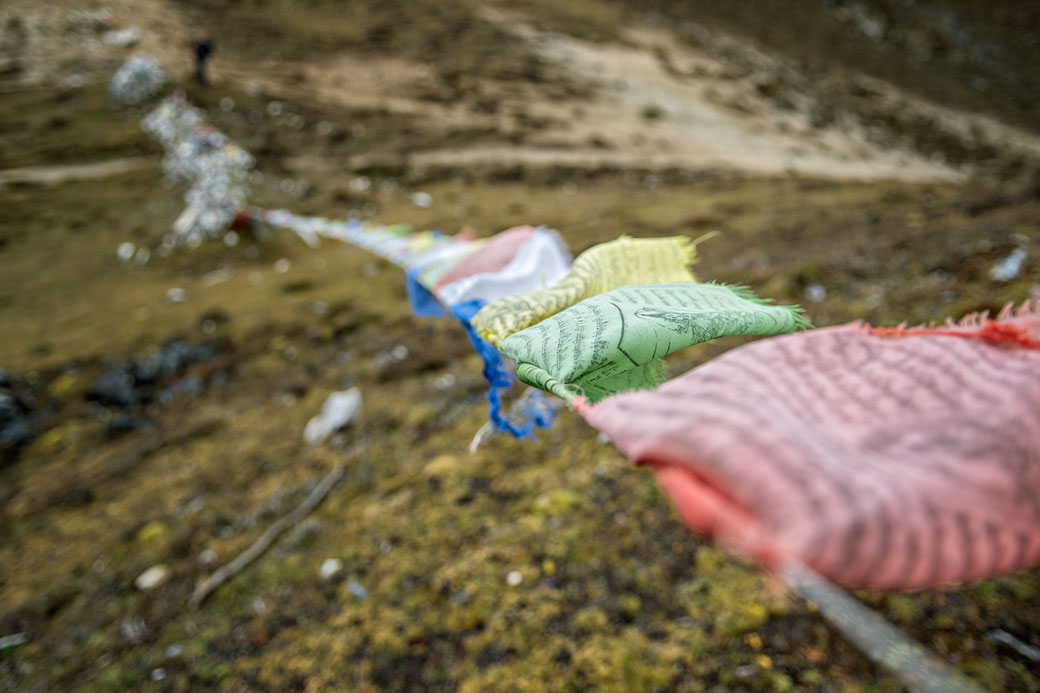 Drapeaux de prières au col de Jare La, Bhoutan
