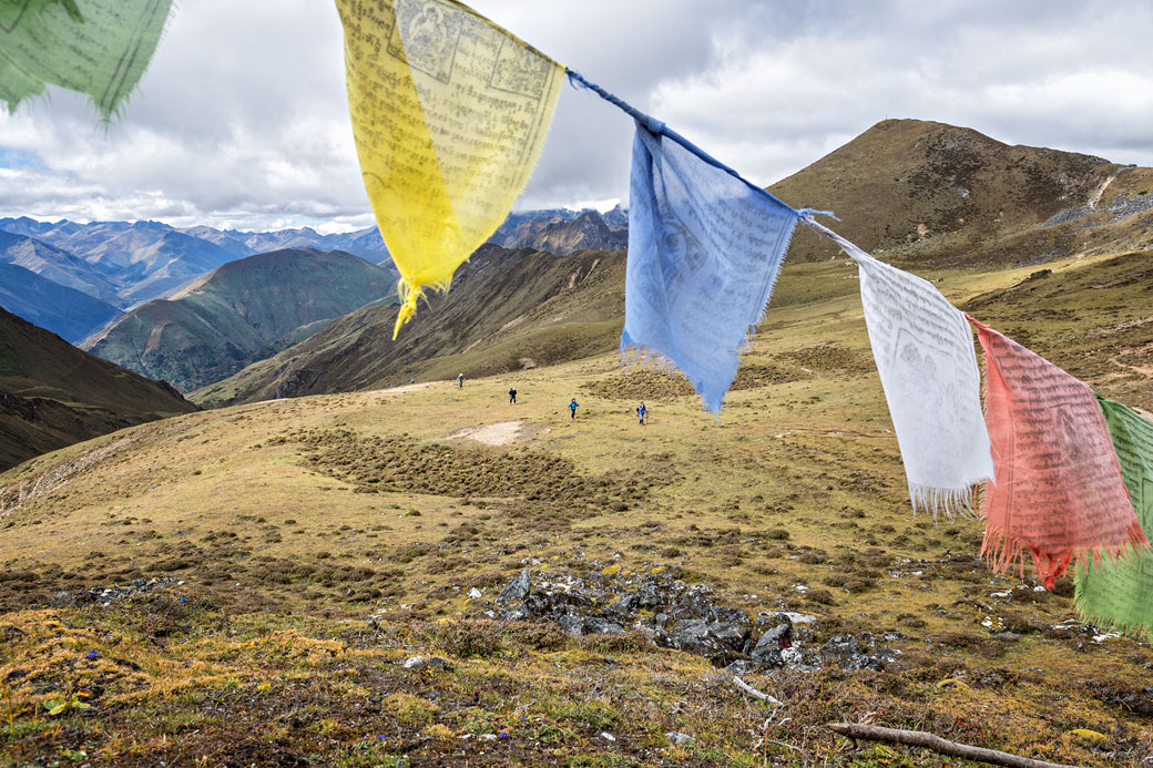 Trekkeurs qui arrivent au col de Jare La, Bhoutan