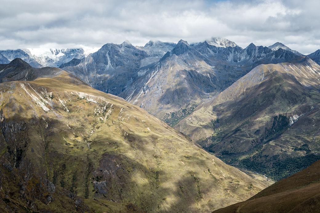 Montagnes depuis le col de Jare La, Bhoutan