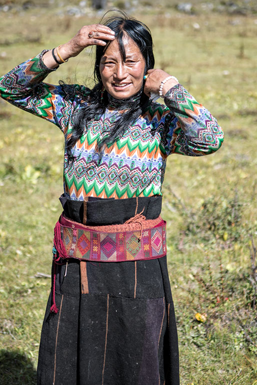 Femme Layap souriante près de Robluthang, Bhoutan