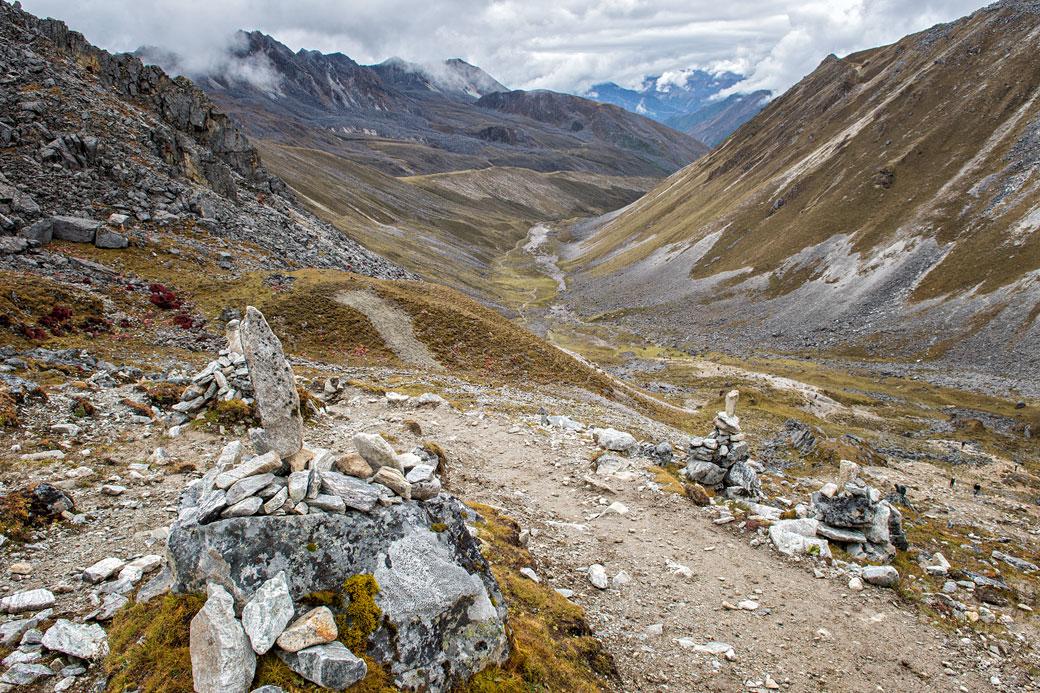 Vallée d'altitude en montant au col de Sinche La, Bhoutan