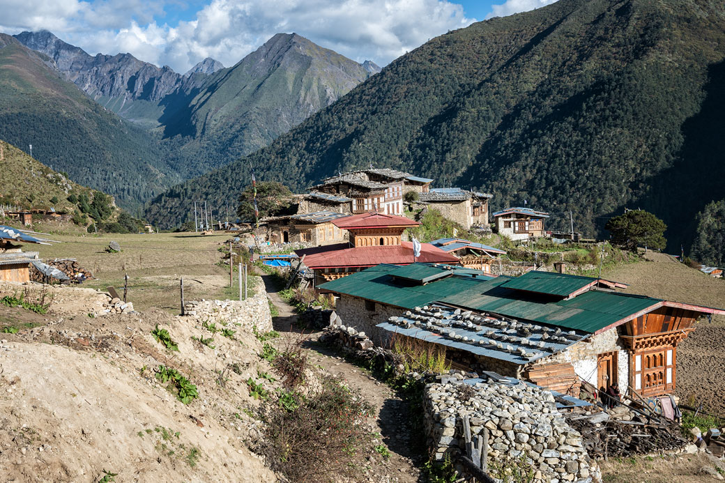 Maisons et montagnes à Laya, Bhoutan