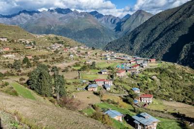 Le village de Laya entouré de montagnes, Bhoutan