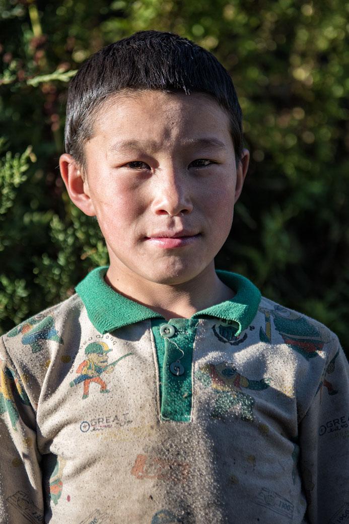 Portrait d'un jeune garçon à Laya, Bhoutan