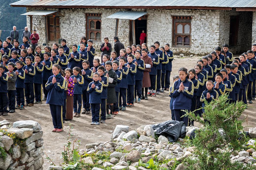 Cérémonie du matin pour les écoliers de Laya, Bhoutan