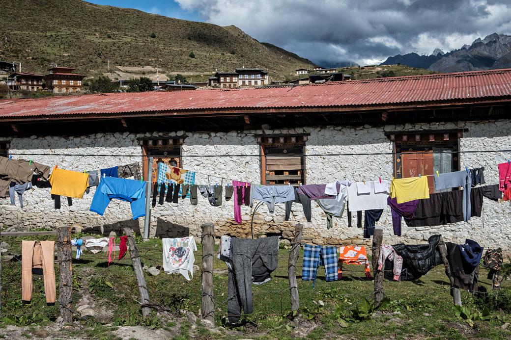Lessive qui sèche dans le village de Laya, Bhoutan