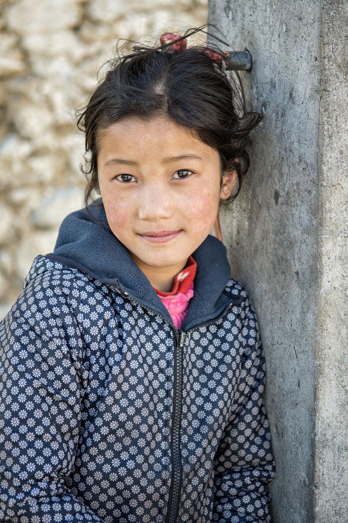 Portrait d'une fillette dans le village de Laya, Bhoutan