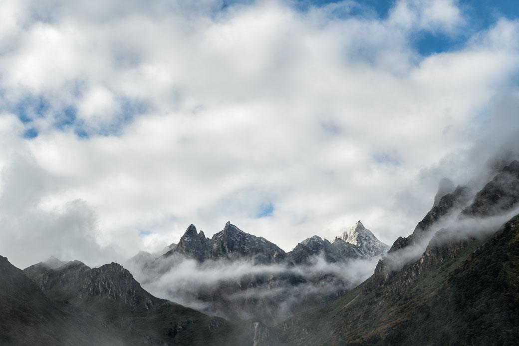 Nuages et montagnes depuis Laya, Bhoutan