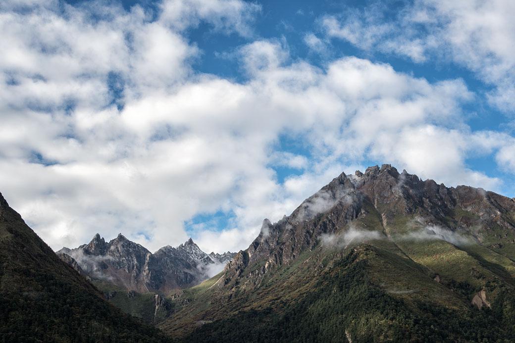 Montagnes et nuages depuis Laya, Bhoutan