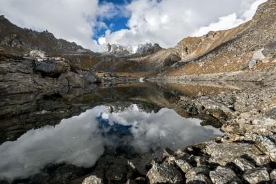 Petit lac près du camp de Narethang, Bhoutan