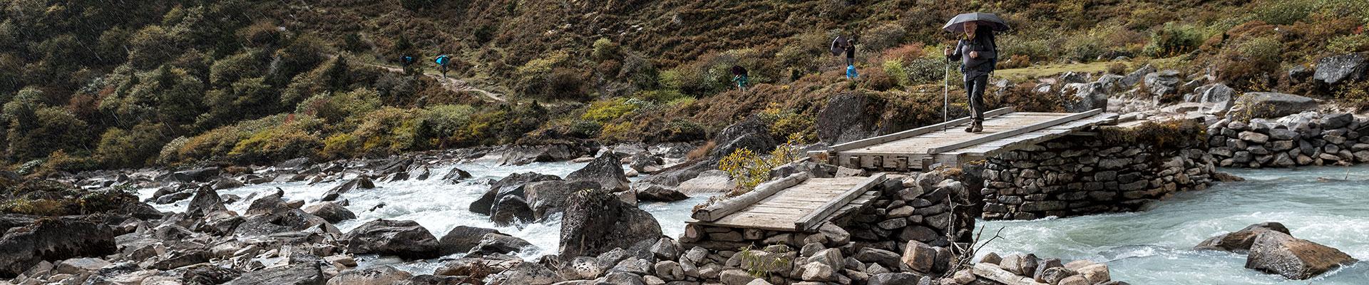 Top image traversée d'une rivière entre Tarina et Thrika, Bhoutan