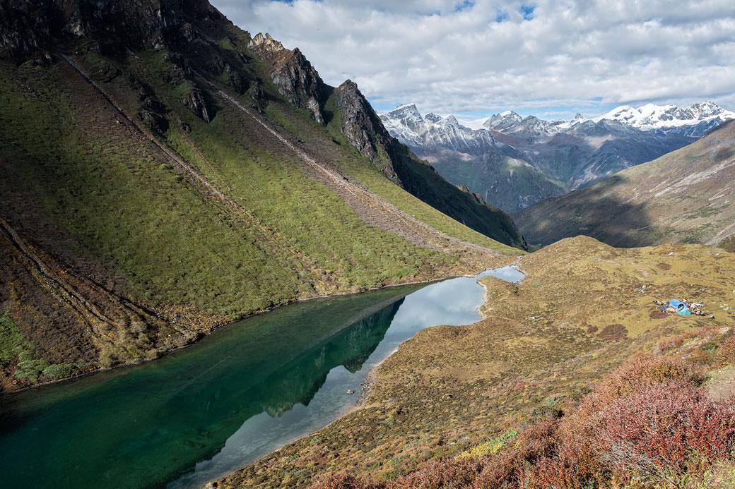 Lac de montagne et camp de Thrika, Bhoutan