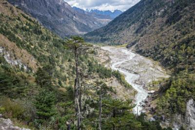 Vallée et rivière en route pour Lhedi, Bhoutan