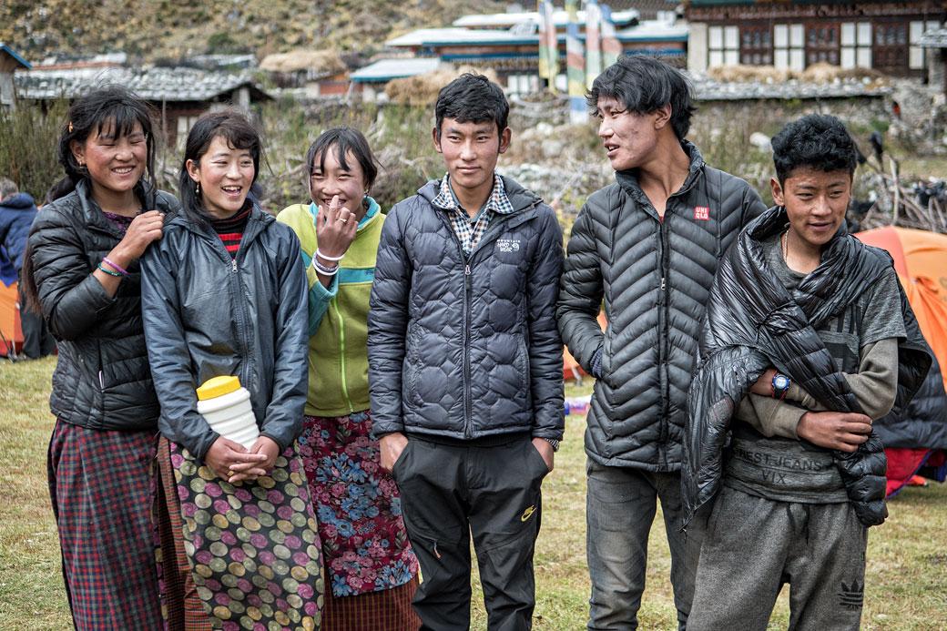 La jeunesse du village de Chozo, Bhoutan