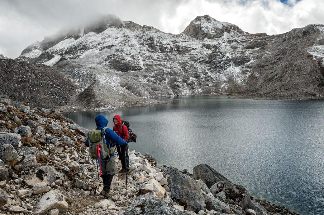 Lac d'altitude près du col de Sintia La, Bhoutan