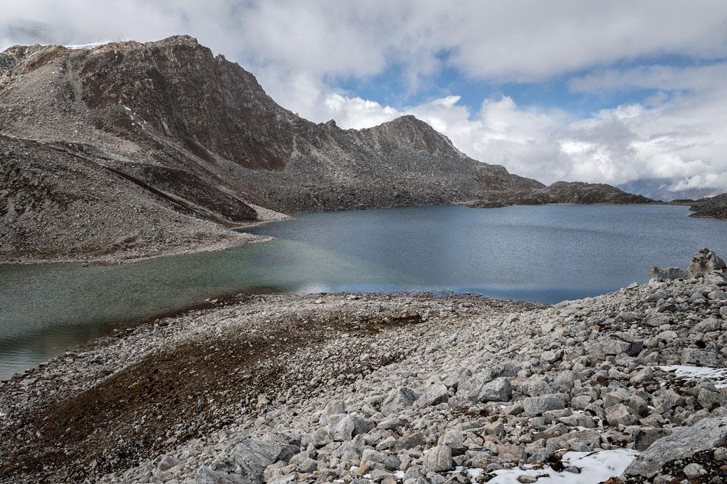 Lac d'altitude au col de Sintia La, Bhoutan