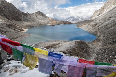 Drapeaux de prières au col de Sintia La, Bhoutan