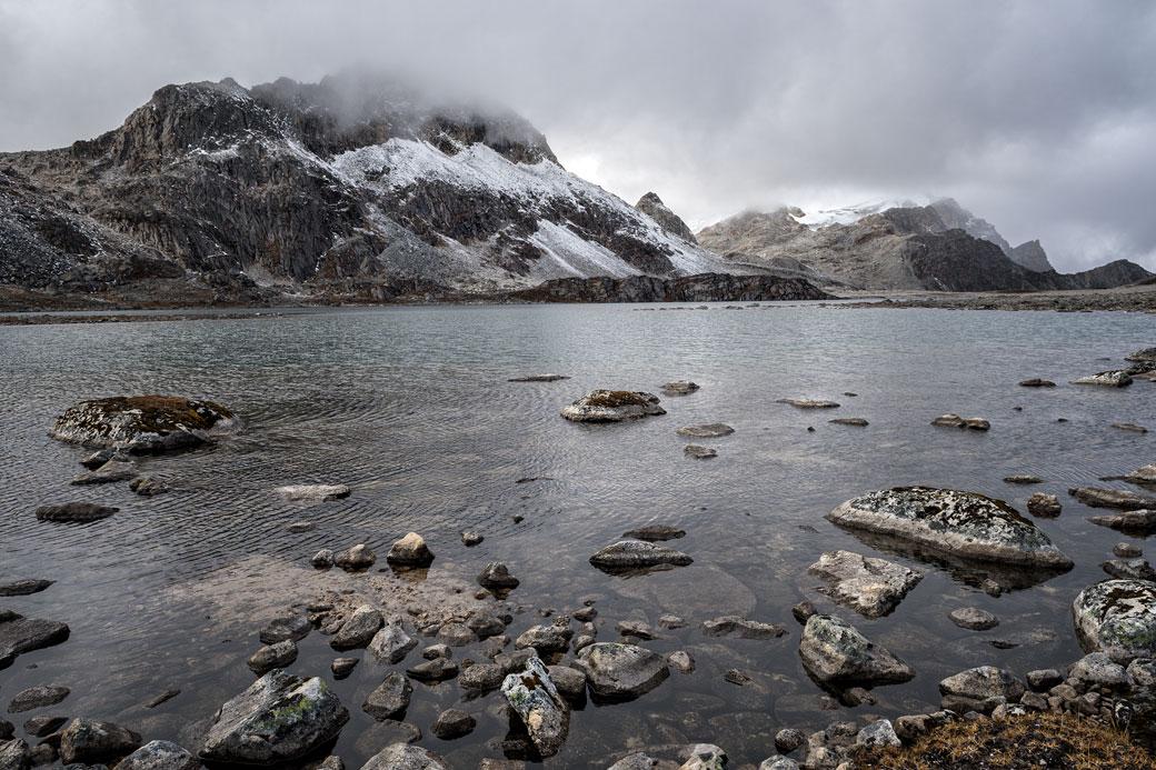 Lac d'altitude en route pour Tshochena, Bhouta