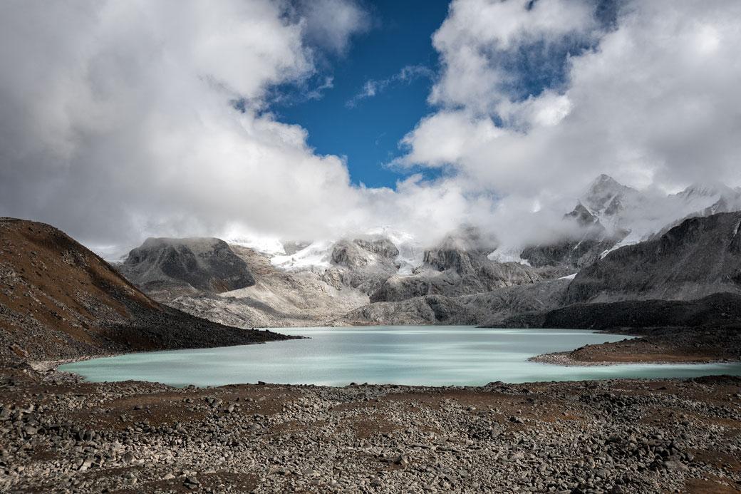 Lac d'altitude près du col de Loju La, Bhoutan