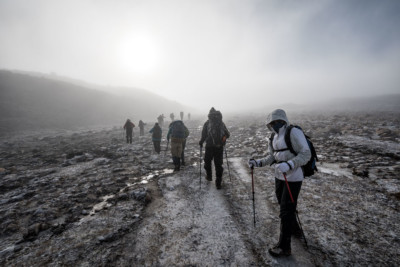 Trekkeurs dans le brouillard, Bhoutan