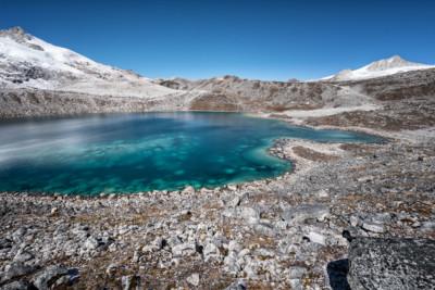 Lac turquoise entre Rinchen Zoe La et Chukarpo, Bhoutan