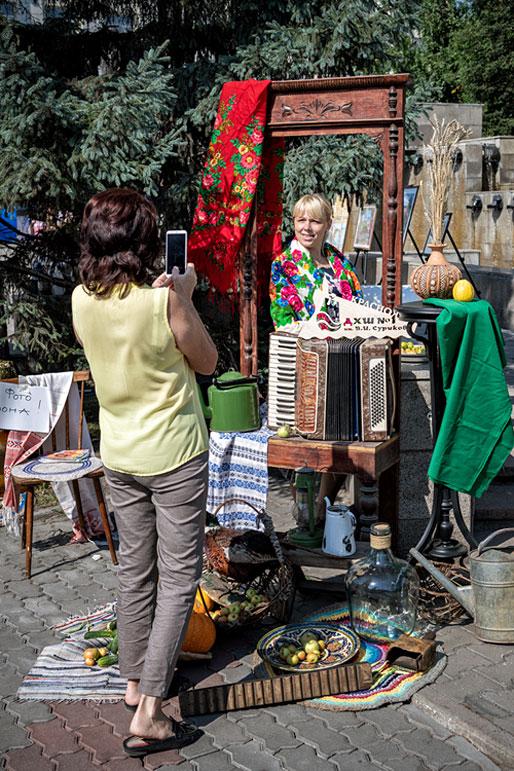 Séance photo lors des célébrations de la ville de Krasnoyarsk, Russie