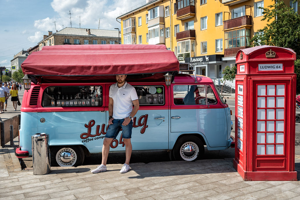Bus bleu Ludwig 64 à Krasnoyarsk, Russie