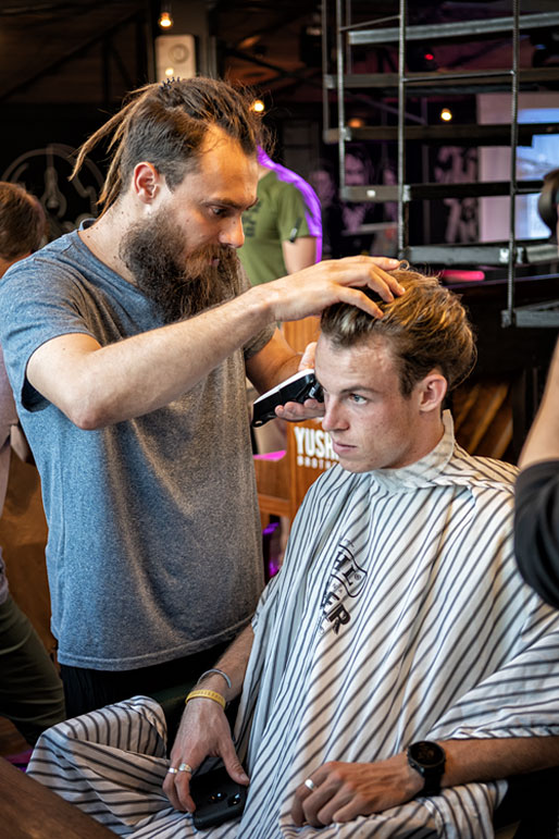 Denis Yushin barbier et fondateur de Yushin Brothers, Russie