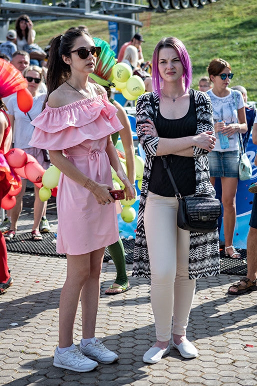 Spectatrices au Letniy Gornoluzhnik festival à Krasnoyarsk, Russie