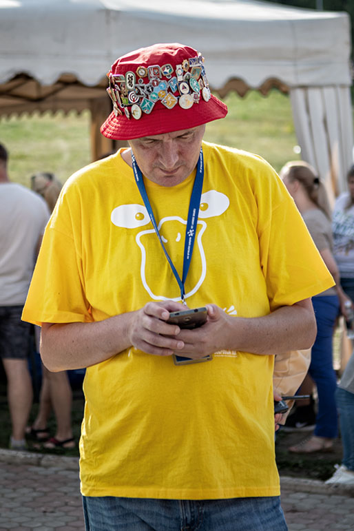 Homme au Bobrovy Log Funpark de Krasnoyarsk, Russie