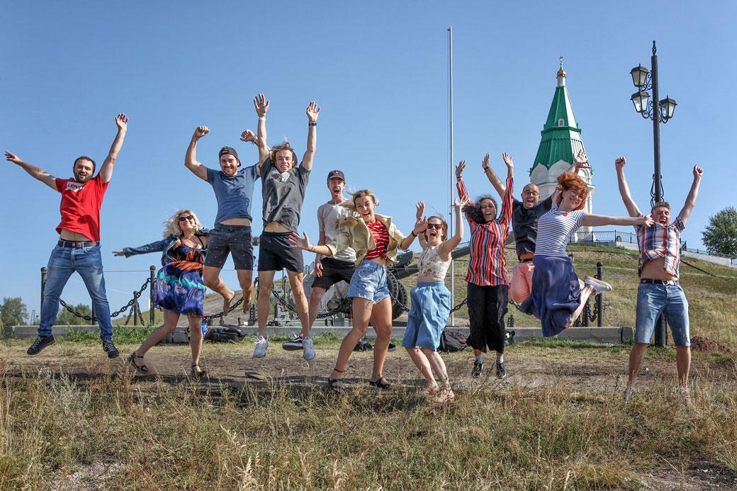 L'équipe Follow Up Siberia devant la chapelle Paraskeva Pyatnitsa