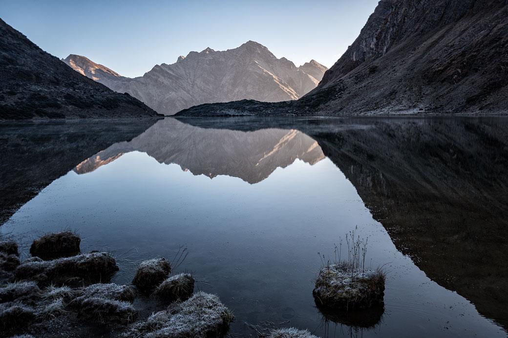 Lac de Tampoe Tsho au petit matin, Bhoutan