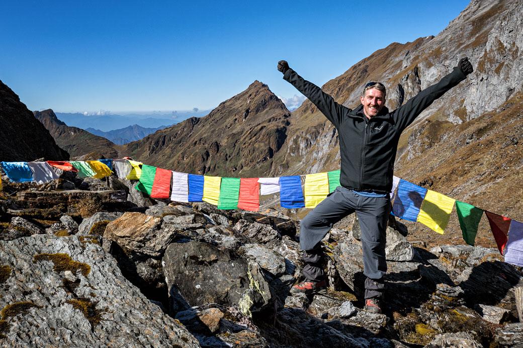 Trekkeur heureux au col de Tempe La, Bhoutan