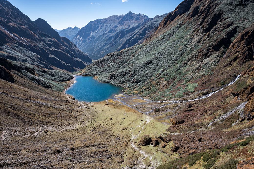 Petit lac en route pour Maurothang, Bhoutan