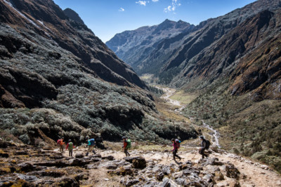 Trekkeurs en route pour Maurothang, Bhoutan