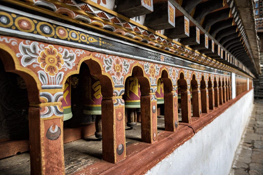 Moulins à prières dans le dzong de Paro, Bhoutan