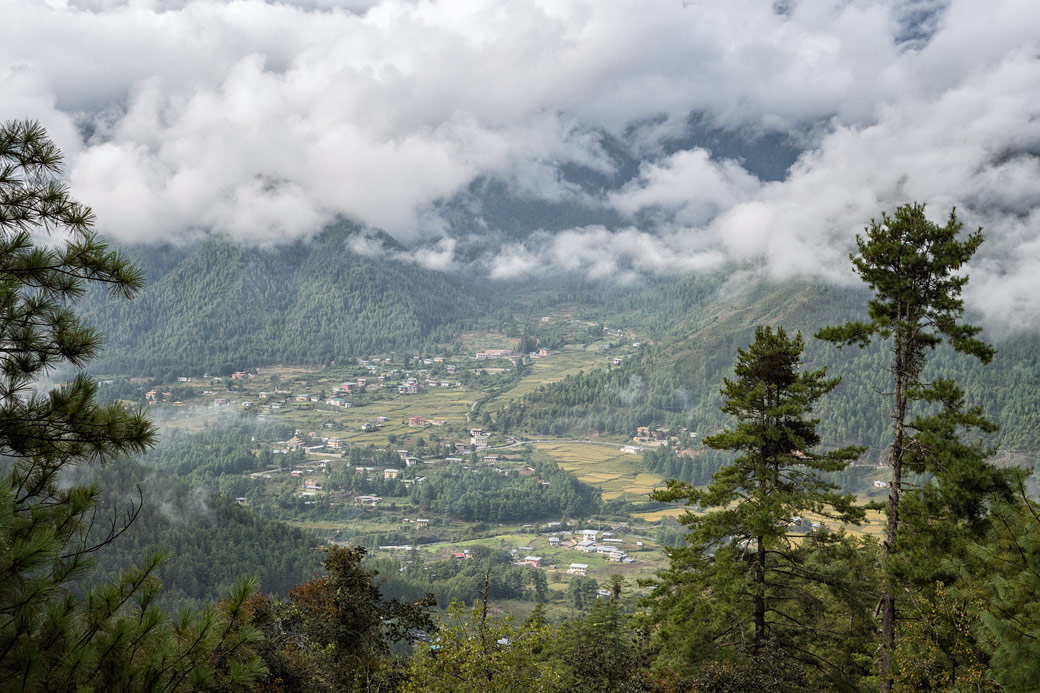 Nuages au-dessus de la vallée de Paro, Bhoutan