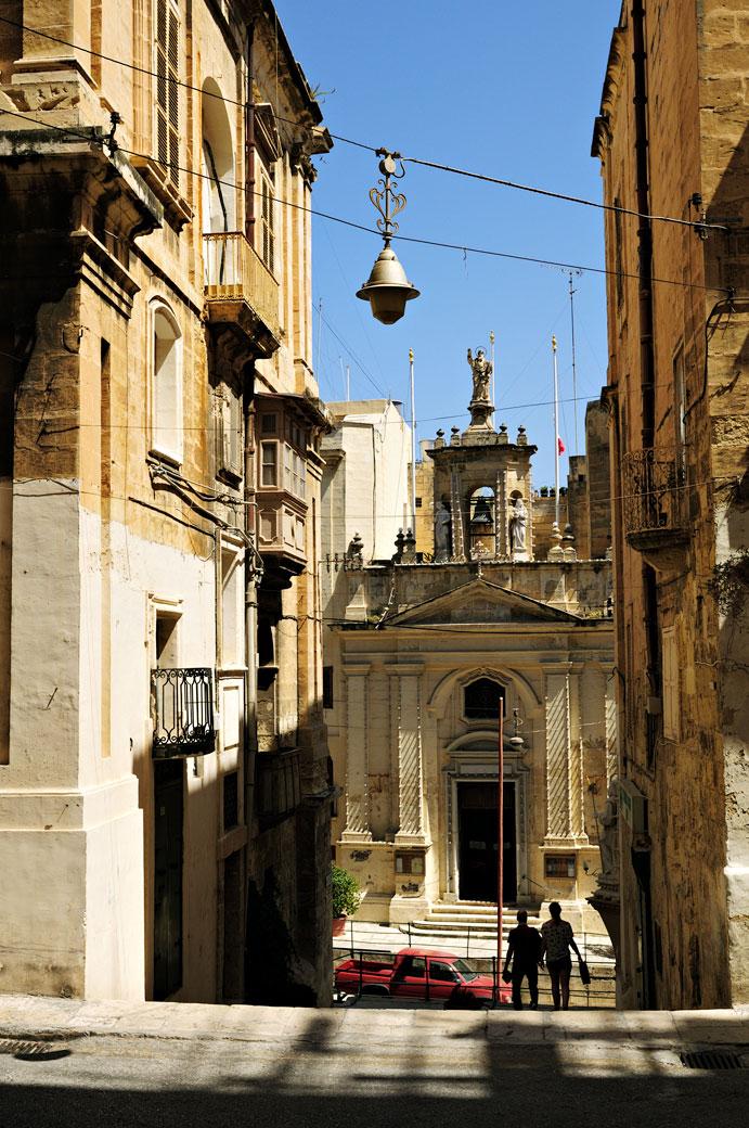 Rue et église de Santa Lucia à La Valette, Malte