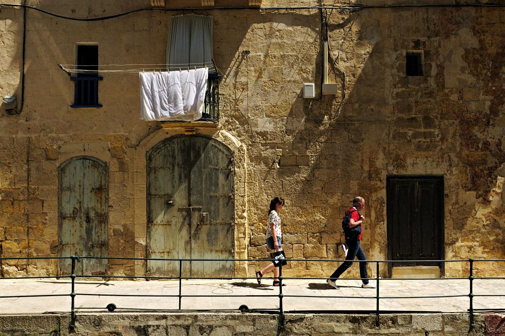 Portes et passants à La Valette, Malte