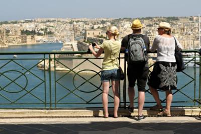Touristes aux jardins supérieurs de Barakka, Malte