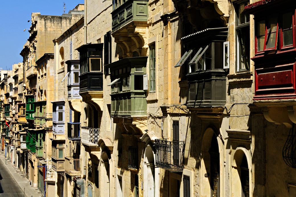 Balcons traditionnels en bois à La Valette, Malte