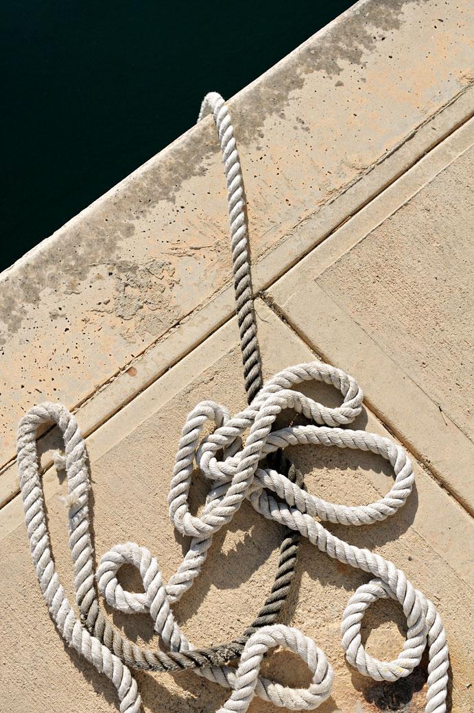 Corde de marin sur le quai de Birgu, Malte