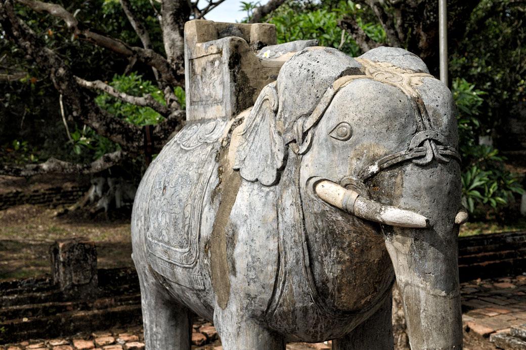 Sculpture en pierre d'un éléphant au tombeau de Tu Duc, Vietnam