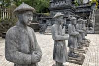 Garde d'honneur de mandarins au tombeau de Khai Dinh, Vietnam
