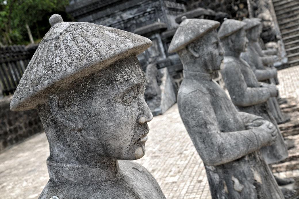 Mandarins de pierre au tombeau de Khai Dinh, Vietnam