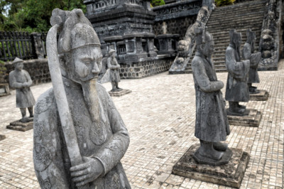 Garde d'honneur au tombeau de Khai Dinh, Vietnam