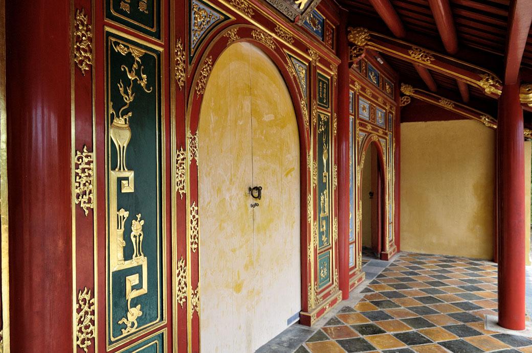Porte Hien Duc au tombeau de Minh Mang, Vietnam