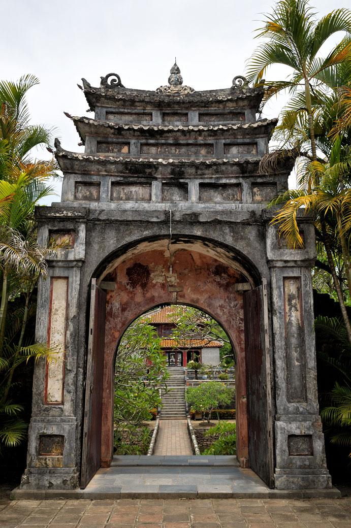 Porte au tombeau de l'empereur Minh Mang, Vietnam
